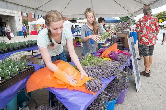 071415-lavender-festival1BW_fitbox_800x600